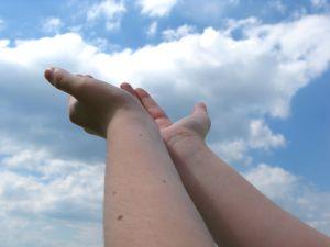 Hodvábne jemné ruky počas zimy