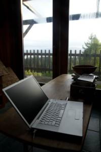 Žena zvláda poriadok aj na pracovnom stole