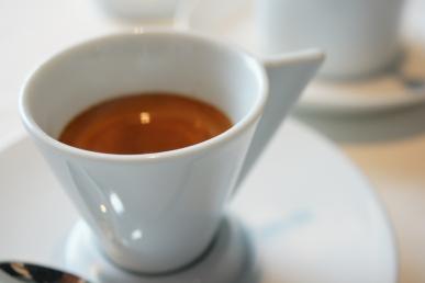 Kabelka a káva?