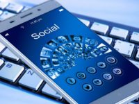 Zamestnanec sociálnych sietí