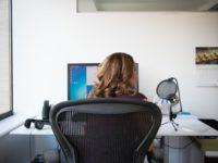 Ako predísť bolesti krčnej chrbtici v práci